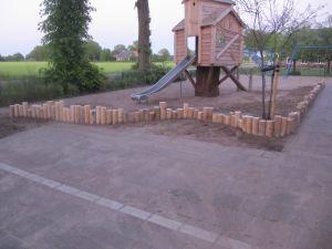 houtenrand som boomhut